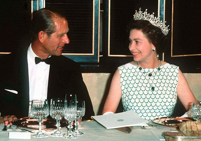 the-queen-and-prince-philip-at-dinner