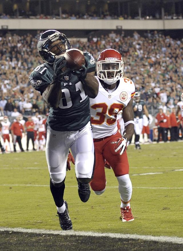 Philadelphia Eagles' Jason Avant, left, pulls in a touchdown pass as Kansas City Chiefs' Husain Abdullah defends during the first half of an NFL football game, Thursday, Sept. 19, 2013, in Philadelphia. (AP Photo/Michael Perez)