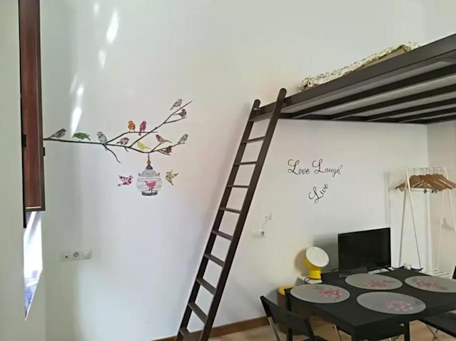 <p>There's a loft-style sleeping area that sits over the living/dining space.<br>(Airbnb) </p>