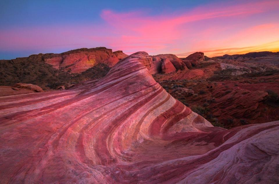 <p>Just an hour's drive northeast of Las Vegas you'll find over 40,000 acres of sunbaked earth that makes up the Valley of Fire State Park. The millennia-old sandstone formations give the state park a surrealist effect that made it the ideal Martian stand-in for the film <em>Total </em><em>Recall</em>.</p>