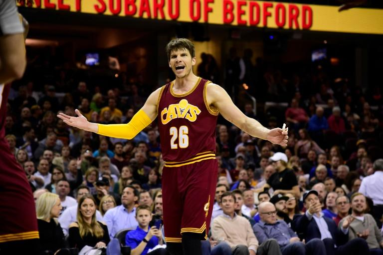 Kyle Korver's scores three three-pointers to help the  Cleveland Cavaliers to a 135-130 win over the Atlanta Hawks