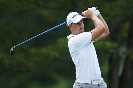 Henrik Stenson of Sweden hits his tee shot on the fourth hole during the final round of the Deutsche Bank Championship golf tournament in Norton, Massachusetts September 2, 2013. REUTERS/Brian Snyder