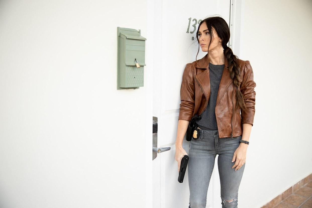 Fox plays FBI agent Rebecca Lombardi in 'Midnight in the Switchgrass' (Photo: Courtesy of Lionsgate)