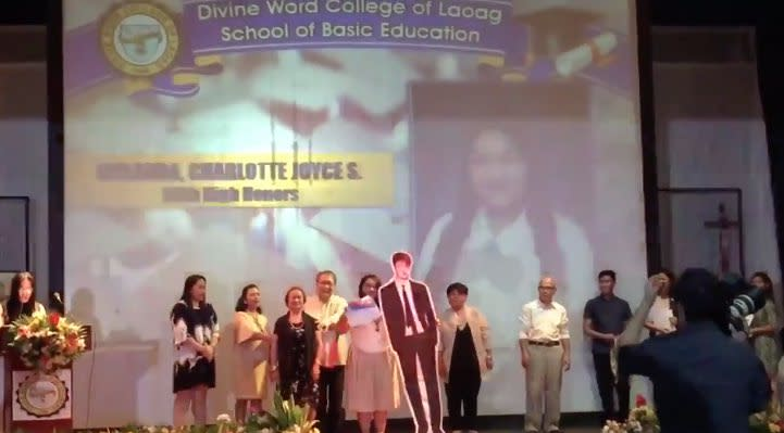 SUPER FAN: Student marches graduation ceremony with K-pop