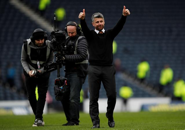 Soccer Football - Scottish Cup Semi-Final - Motherwell vs Aberdeen - Hampden Park, Glasgow, Britain - April 14, 2018 Motherwell manager Stephen Robinson salutes their fans after the match Action Images via Reuters/Lee Smith
