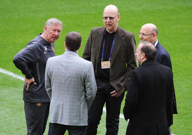LONDON, ENGLAND - MAY 27: Sir Alex Ferguson manager of Manchester United (L) speaks with Avram Glazer (C), Bryan Glazer (2L) and Joel Glazer (R) during a Manchester United training session prior to the UEFA Champions League final versus Barcelona at Wembley Stadium on May 27, 2011 in London, England. (Photo by Michael Regan/Getty Images)