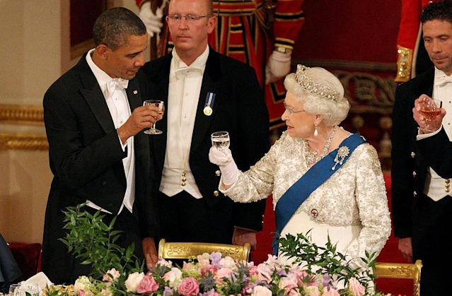 Queen Elizabeth II and US President Barack Obama share a toast during a State Banquet at Buckingham Palace in 2011. Photo: Getty Images.