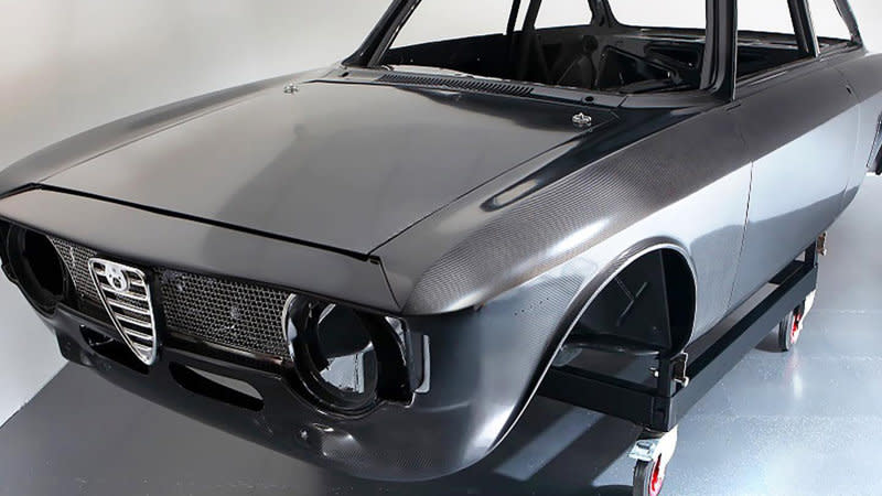Alfaholics built an Alfa Romeo 105 Series entirely out of carbon fiber