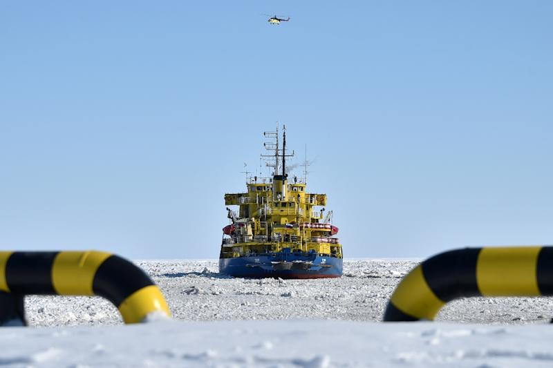A picture taken on April 16, 2015 shows the icebreaker Tor at the port of Sabetta in the Kara Sea off the Yamal Peninsula in the Arctic circle (AFP Photo/Kirill Kudryavtsev)