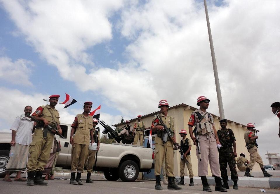 Yemeni soldiers man a checkpoint in the southern port city of Aden (AFP Photo/-)