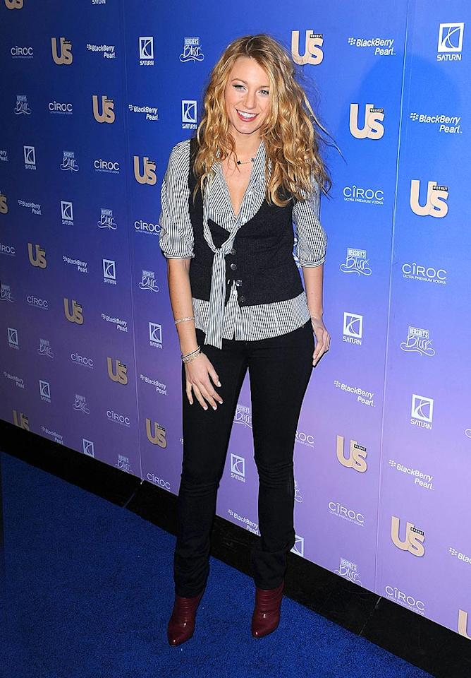 """A cute and casual Blake Lively posed without her main squeeze and """"Gossip Girl"""" costar Penn Badgley. James Devaney/<a href=""""http://www.wireimage.com"""" target=""""new"""">WireImage.com</a> - October 21, 2008"""