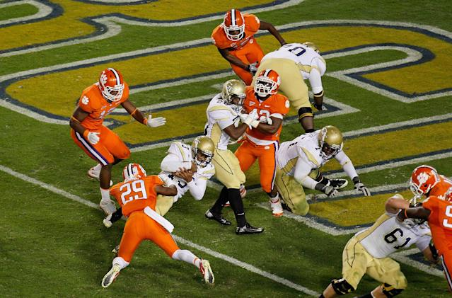 ATLANTA, GA - OCTOBER 29: Tevin Washington #13 of the Georgia Tech Yellow Jackets dives for a touchdown against Xavier Brewer #29 of the Clemson Tigers at Bobby Dodd Stadium on October 29, 2011 in Atlanta, Georgia. (Photo by Kevin C. Cox/Getty Images)