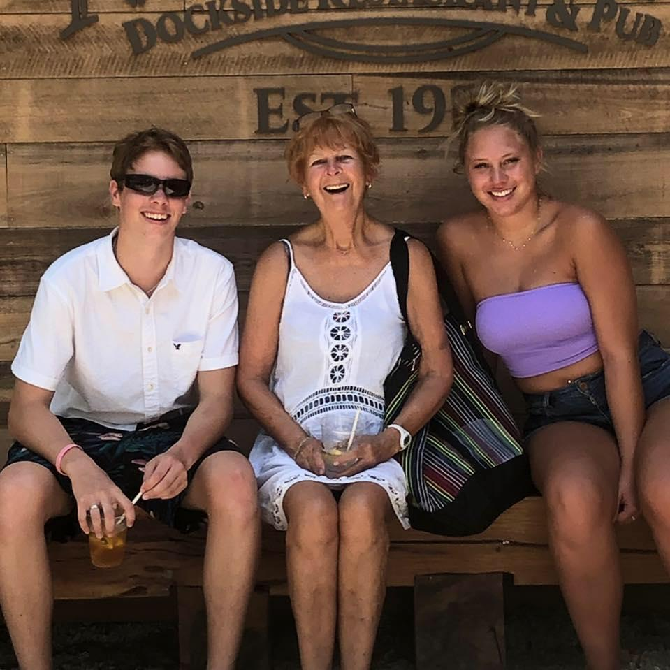 Lynn Flemming (center) died after contracting flesh-eating bacteria. Image via Facebook.