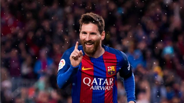 Former Barcelona player Gianluca Zambrotta has denied that Lionel Messi is declining ahead of Sunday's Clasico with Real Madrid.