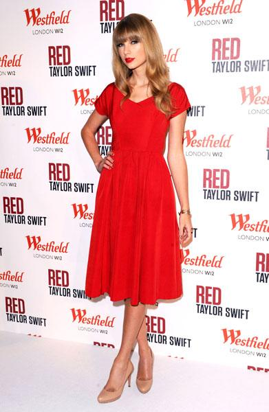 "<b>Taylor Swift</b><br><br>The country singer wore her favourite colour – which also happens to be the name of her new album - as she switched on the Christmas lights at Westfield Shopping Centre in London this week. It's not the first time she's been spotted in red, as she wore a similar style dress to promote her album last month.<br><br><b>[Related: <a href=""http://uk.lifestyle.yahoo.com/photos/this-week-s-10-best-dressed-celebrities-5-11-oct-slideshow/taylor-swift-photo-1350054517.html"">Taylor Swift - This week's 10 best dressed celebrities 5-11 Oct</a>] </b>"