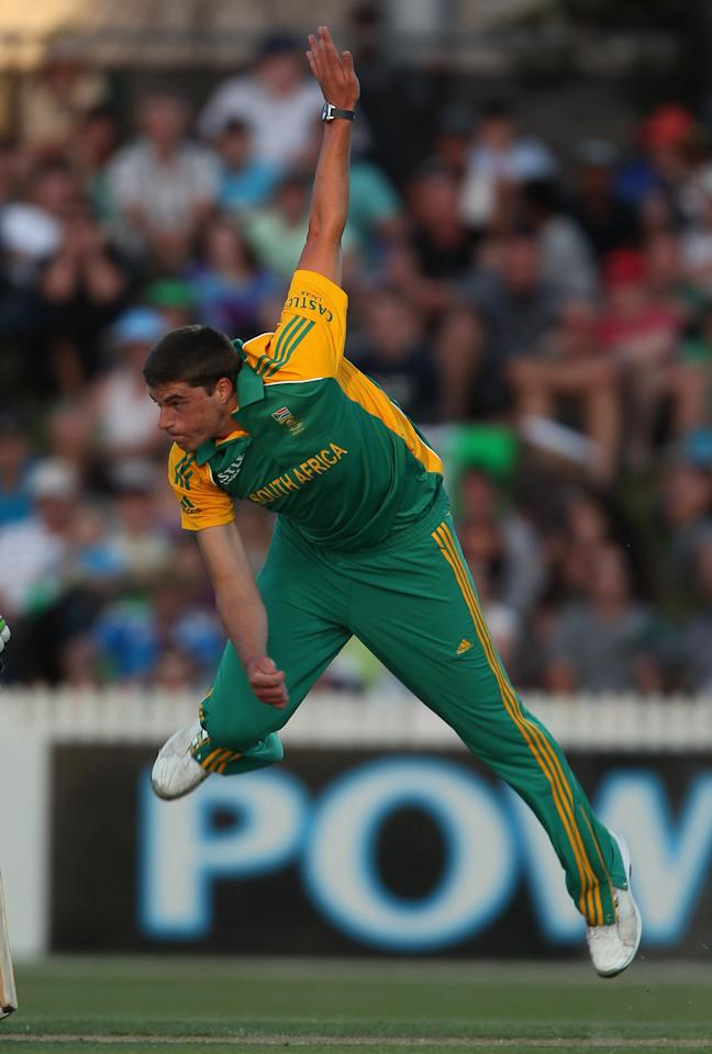 HAMILTON, NEW ZEALAND - FEBRUARY 19: Marchant de Lange of South Africa makes a delivery during the International Twenty20 match between New Zealand and South Africa at Seddon Park on February 19, 2012 in Hamilton, New Zealand.  (Photo by Sandra Mu/Getty Images)