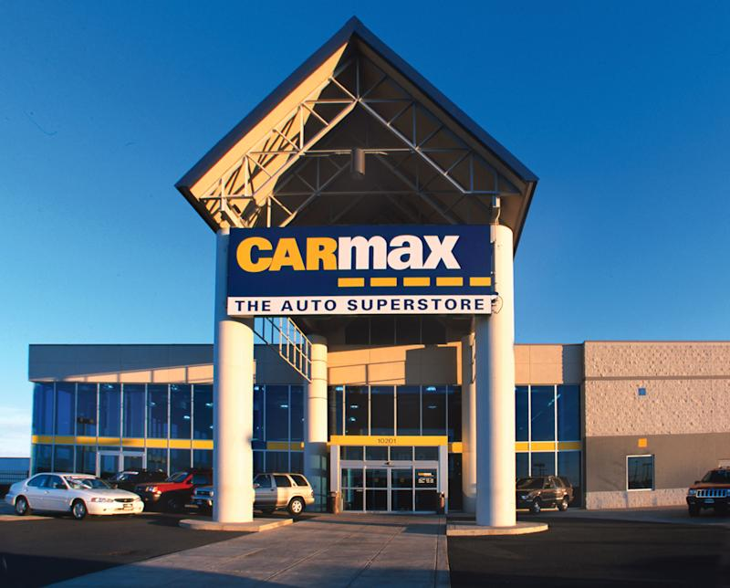 CarMax sign and location with sevearl cars parked outside.