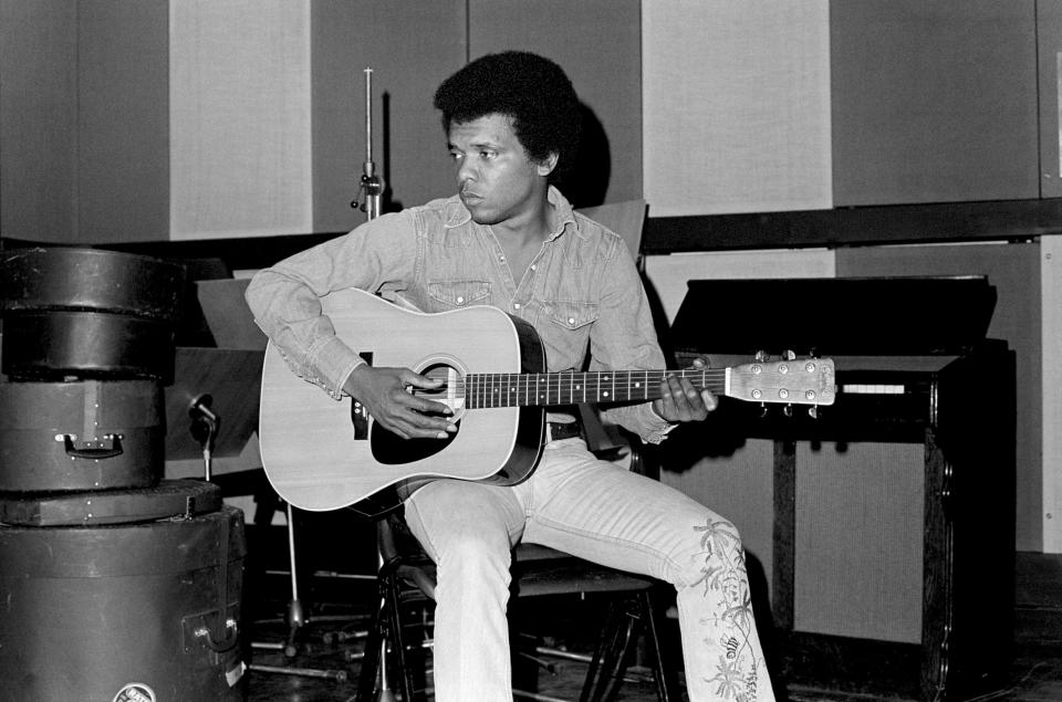 Johnny Nash recording at Whitfield Street Studios, London 01/01/1975 (Photo by Tom Sheehan/Sony Music Archive via Getty Images)