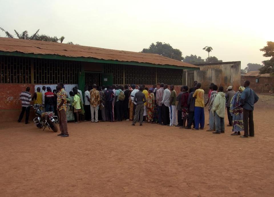 People queue to vote on January 23, 2011 at a polling station in the school of Bangui (AFP Photo/Patrick Fort)