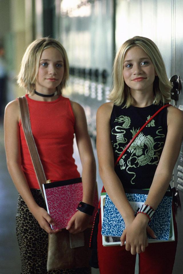 <p>The twins giving major cool-girl, school-girl vibes in 2000. (Photo: Everett Collection) </p>