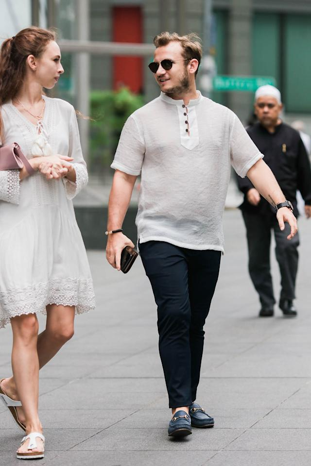 <p>Shirts with mandarin collars are eye-catching and easy to pull off. (Photo: Don Wong) </p>