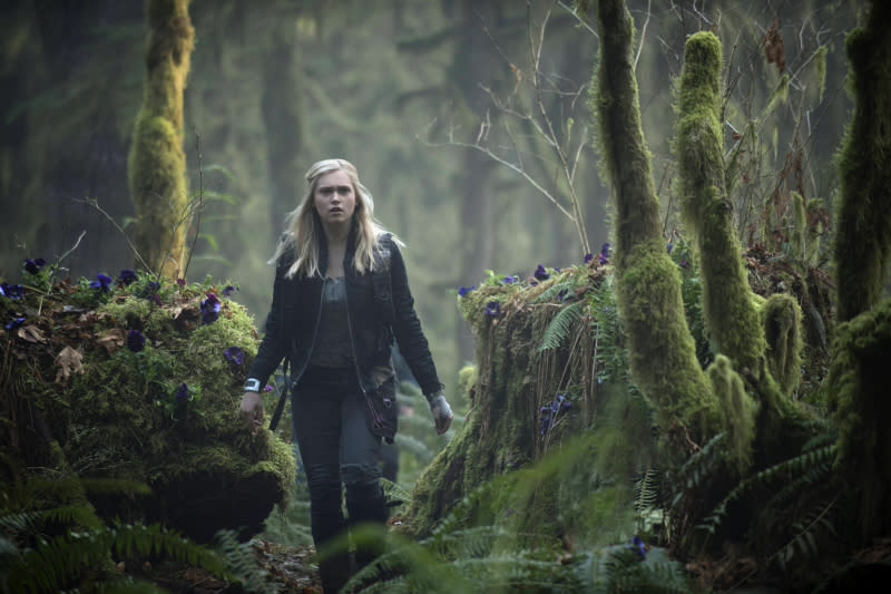 """The 100"" - ""Pilot"" - Eliza Taylor as Clarke"