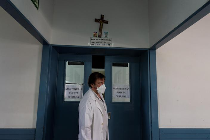 Dr. Decarolis, who specializes in treating patients with HIV and tuberculosis, visits patients who have been hospitalized in isolation for both diseases at the Muniz public hospital, in Buenos Aires, Argentina, March 29, 2019. (Photo: Magali Druscovich/Reuters)