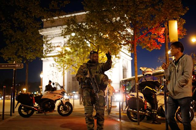 Paris Police: 2 Killed, 1 Wounded In Avenue des Champs-Élysées Shooting