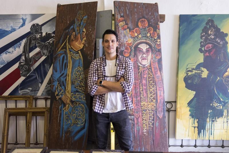 Catch artist Thomas Powell at his gallery at 13 Armenian Street. — Picture by Steven Ooi K.E. and Sayuti Zainudin