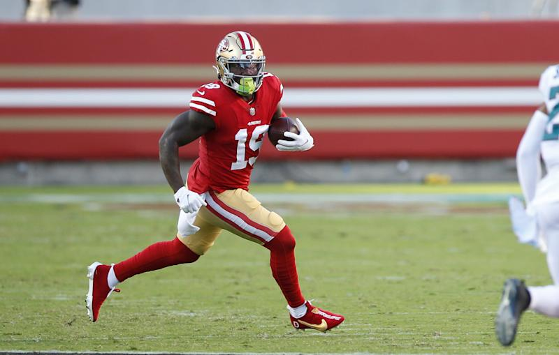 SANTA CLARA, CA - OCTOBER 4: Deebo Samuel #19 of the San Francisco 49ers runs an end around during the game against the Philadelphia Eagles at Levi's Stadium on October 4, 2020 in Santa Clara, California. The Eagles defeated the 49ers 25-20. (Photo by Michael Zagaris/San Francisco 49ers/Getty Images)