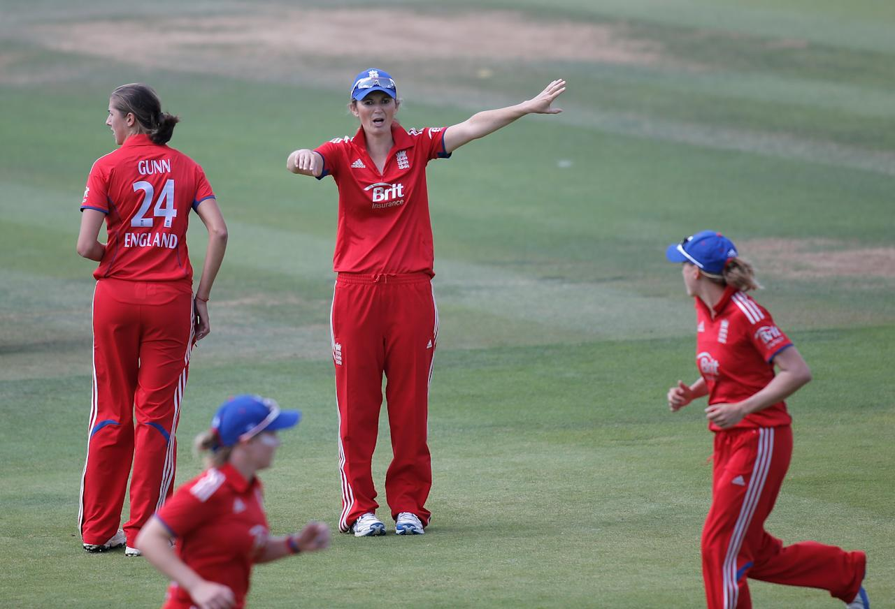 LONDON, ENGLAND - AUGUST 20: England captain Charlotte Edwards directs her fielders during the first NatWest One Day International match between England and Australia at Lord's Cricket Ground on August 20, 2013 in London, England.  (Photo by Harry Engels/Getty Images)
