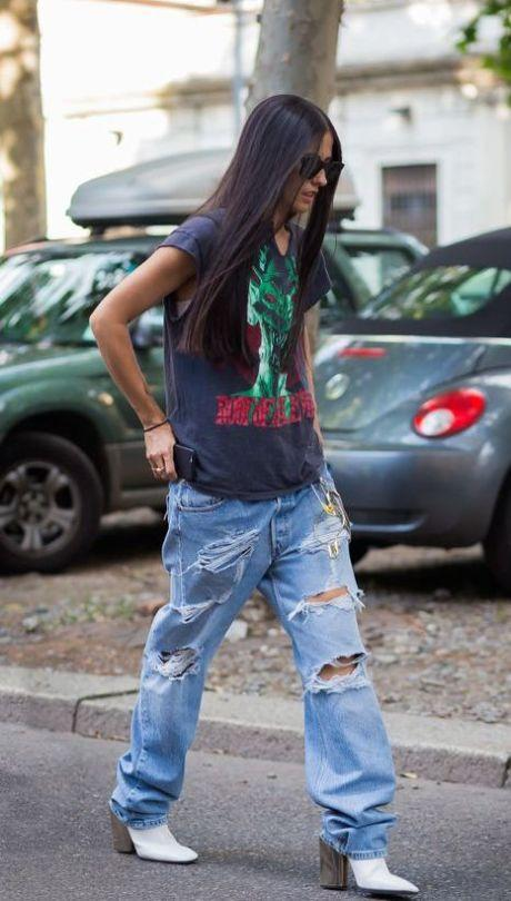 """<p>Who said your tee and jeans had to be skin tight? Go for a boyish baggy outfit and look uber cool.<i><a href=""""https://uk.pinterest.com/pin/144115256803975274/"""">[Photo: Pinterest]</a></i></p>"""