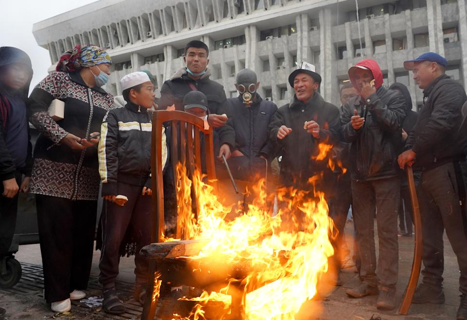 BISHKEK, KYRGYZSTAN - OCTOBER 6, 2020: Kyrgyzstan's citizens who have arrived from the country's regions gather by a bonfire outside the White House building that houses Kyrgyzstan's Presidential Administration and Parliament, seized by participants in protests against the results of the 2020 Kyrgyz parliamentary election. Abylai Saralayev/TASS (Photo by Abylai Saralayev\TASS via Getty Images)