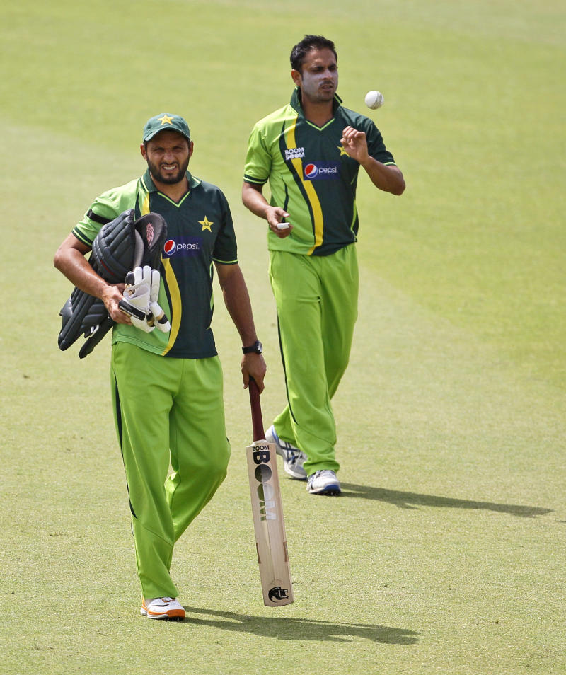 Pakistan's captain Shahid Afridi, left, and Abdur Rehman attend a training session in Mohali, India, Monday, March 28, 2011. Pakistan will play India in a Cricket World Cup semifinal in Mohali on March 30. (AP Photo/Kirsty Wigglesworth)