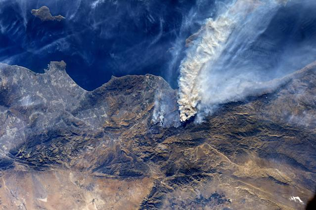 <p>The wildfires in Southern California were photographed by NASA astronaut Randy Bresnik from the International Space Station during a flyover of the region on Dec. 7, 2017. (Photo: NASA) </p>