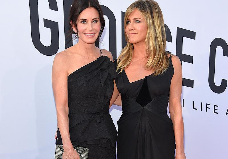 Courteney Cox se transforme en Jennifer Aniston pour son anniversaire