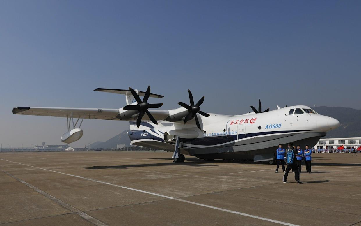 Over land (and sea): the AG600 has a wingspan of almost 40 meters - Visual China Group