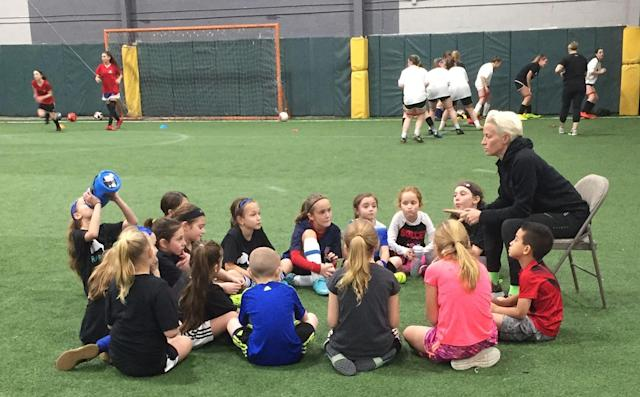 "<a class=""link rapid-noclick-resp"" href=""/olympics/rio-2016/a/1124356/"" data-ylk=""slk:Megan Rapinoe"">Megan Rapinoe</a> speaks to campers at the Rapinoe SC training clinic on Long Island. (Yahoo Sports)"