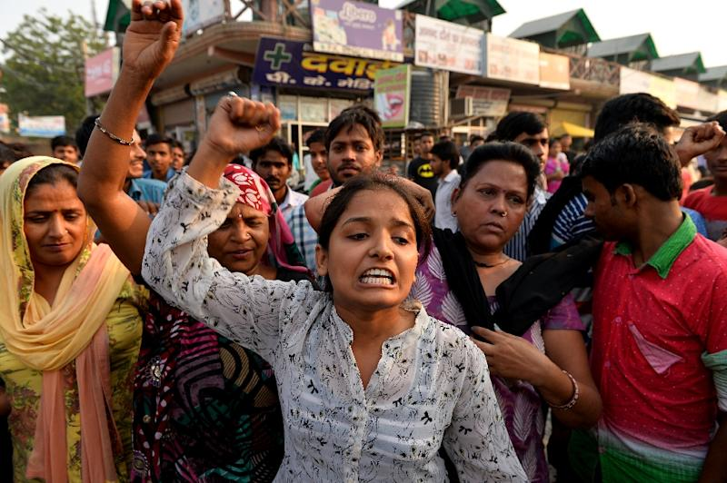 Protesters shout slogans during a demonstration on October 17, 2015 near the home of a two-year-old girl who was raped in New Delhi (AFP Photo/Chandan Khanna)