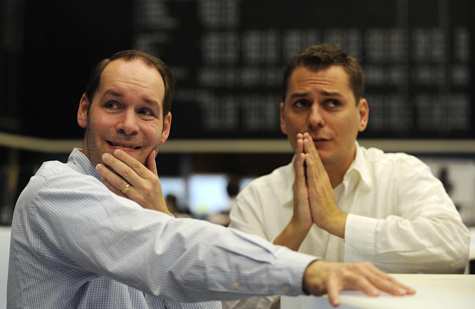 Share traders react on share price development on the trading floor of the Frankfurt stock exchange, October 8, 2008.  European shares plunged more than 7 percent to five-year lows in morning trade on Wednesday, with the deepening financial crisis sending jitters into the market that sector rescue packages failed to calm.       REUTERS/Kai Pfaffenbach(GERMANY)