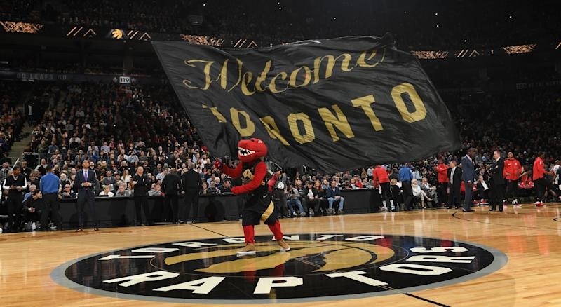 Drake Plays Sideline Defense To Help Toronto Raptors Snap Rockets' Winning Streak