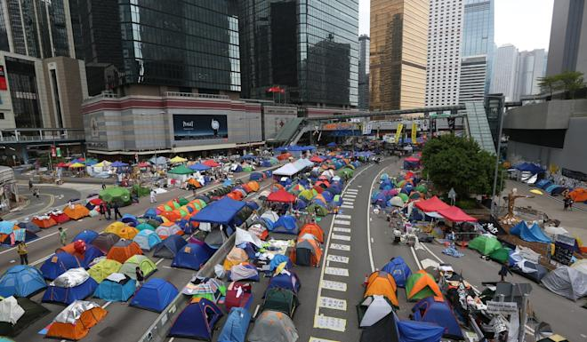 Occupy protesters set up camp in Admiralty. Photo: Nora Tam