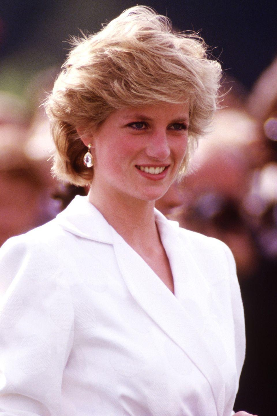 <p>With a tousled short style while watching Prince Charles play polo at the Guards Polo Club in Berkshire. </p>