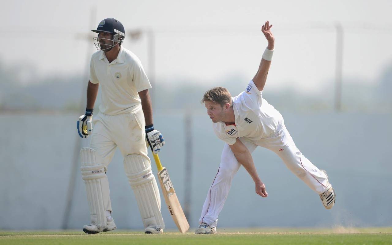 AHMEDABAD, INDIA - NOVEMBER 09:  Stuart Meaker of England bowls during day two of the tour match between England and Haryana at Sardar Patel Stadium ground B on November 9, 2012 in Ahmedabad, India.  (Photo by Gareth Copley/Getty Images)
