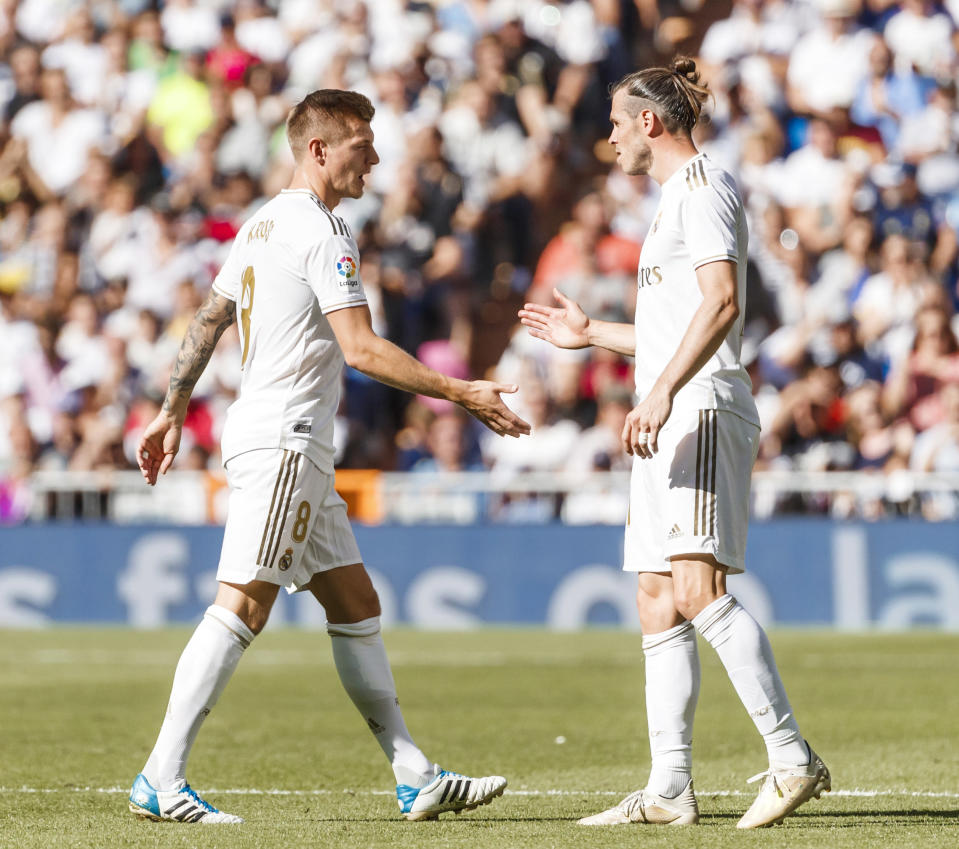 MADRID, SPAIN - OCTOBER 05: Toni Kroos of FC Real Madrid and Gareth Bale of FC Real Madrid gesture during the Liga match between Real Madrid CF and Granada CF at Estadio Santiago Bernabeu on October 5, 2019 in Madrid, Spain. (Photo by TF-Images/Getty Images)