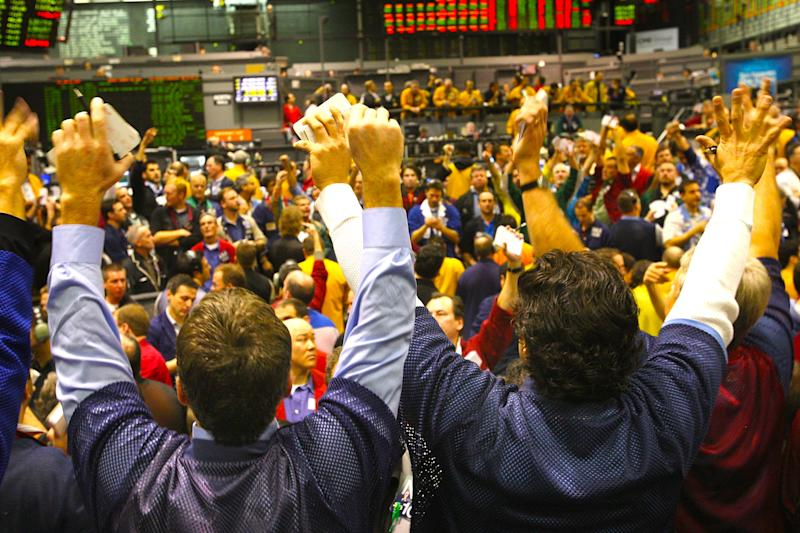 Traders signal offers in the S&P 500 stock index futures pit at the Chicago Mercantile January 22, 2008. (Photo by Scott Olson/Getty Images)