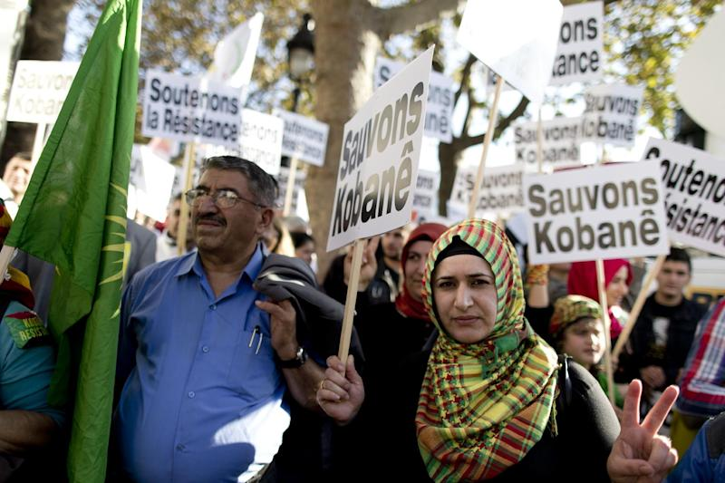 Demonstrators take part in a rally, on November 1 , 2014, in Paris, part of an international day in support of Kurdish fighters trying to repel Islamic State (IS) militants in the Syrian town of Kobane, also known as Ain al-Arab (AFP Photo/Kenzo Tribouillard)