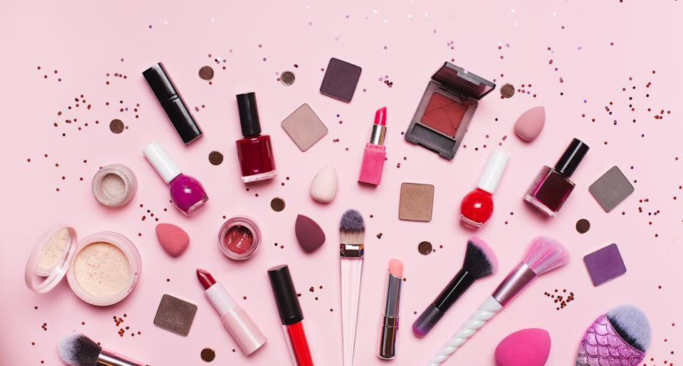 Here are 10 can't-miss beauty gift sets for under $50 at Walmart, Nordstrom and more retailers. (Photo: Getty Images)