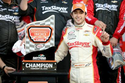 Chase Elliott won the 2016 Xfinity season opener for JR Motorsports. More