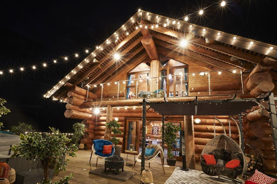 <p>Fairy lights and a warming fire pit – could it be any more romantic?</p>